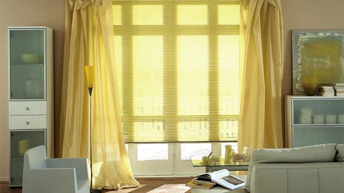 jalousien f r fenster und verglasungen f r alle innenbereiche. Black Bedroom Furniture Sets. Home Design Ideas